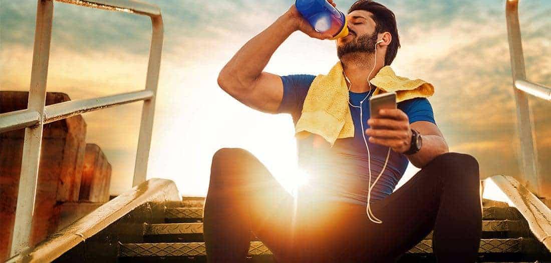 Por qué el agua es importante para construir músculo